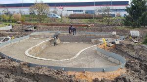 Construction du bassin de jardin avec berges immergées